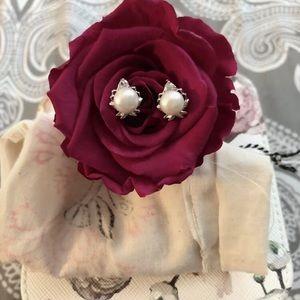 Jewelry - ❄️Pearl and rhinestone earrings❄️